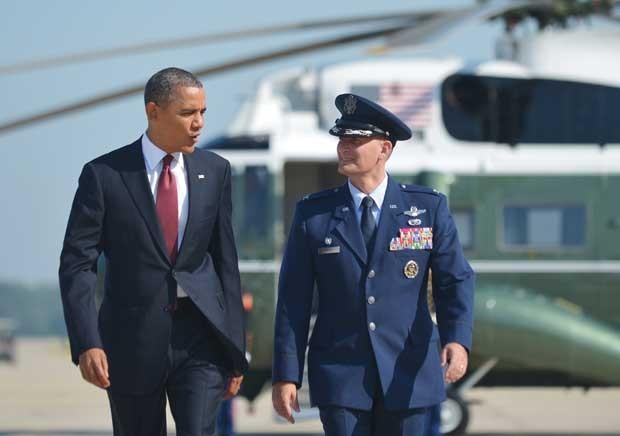 O presidente dos EUA, Barack Obama, na Base Aérea Andrews, em Maryland, antes de  viajar para o Texas nesta sexta-feira (31) (Foto: AFP)