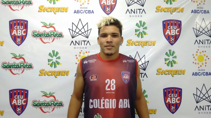 Lucas Alves, meia, 22 anos (Foto: Hélder Rafael)