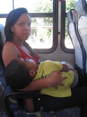 Tamires Fortunato acha que os motoristas colocam a vida das pessoas em risco. (Foto: Mariucha Machado / G1)