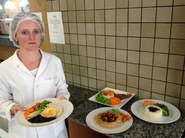 Prato com arroz, feijão, ovo e salada é a opção preferida da nutricionista para a refeição  (Foto: Thais Kaniak / G1PR)