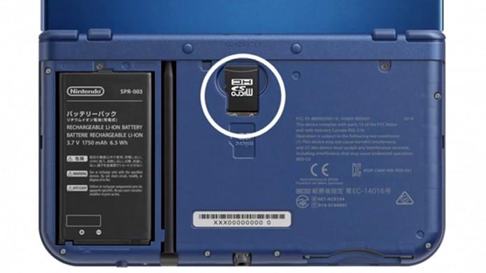 Bateria do New Nintendo 3DS e cartão Micro SD podem ser acessados na parte traseira do aparelho (Foto: slashgear.com)