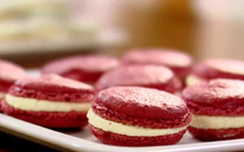 Como fazer macaron: assista ao vídeo com Lorraine Pascale
