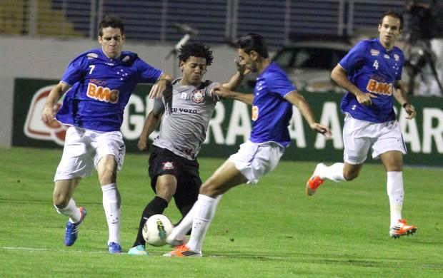 Cruzeiro e Corinthians (Foto: Fernando Calzzani / Agências Estado)