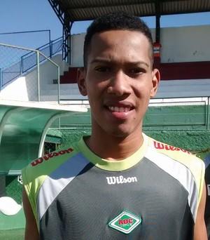 Jovem Miqueias Meireles, da Cabofriense (Foto: Andreia Maciel/Divulgação)
