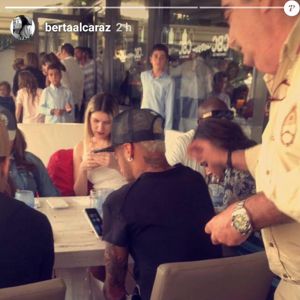 Bruna Marquezine e Neymar são vistos almoçando juntos em Barcelona (Foto: Reprodução/Instagram)