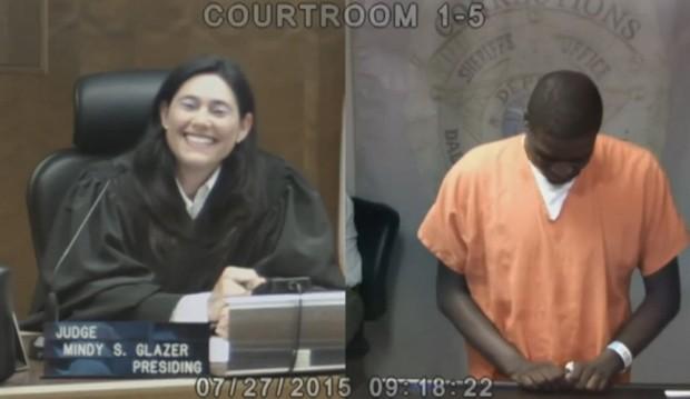 A juíza Mindy Glazer reconheceu Alon Glenn no tribunal (Foto: Reprodução/BBC)