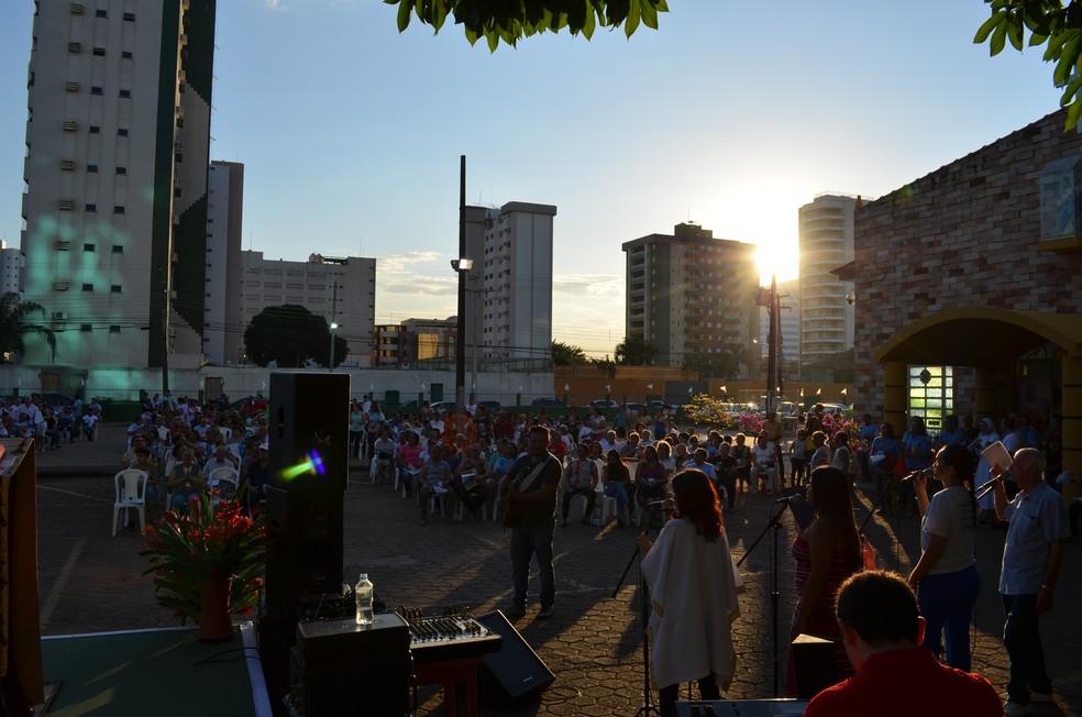 Procissão em Porto Velho aconteceu ao entarceder (Foto: Jheniffer Núbia/G1)