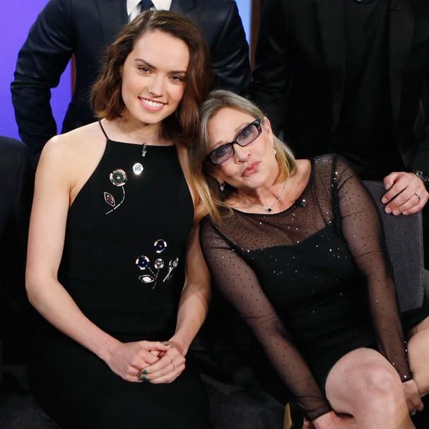 Daisy Ridley e Carrie Fisher (Foto: Reprodução)
