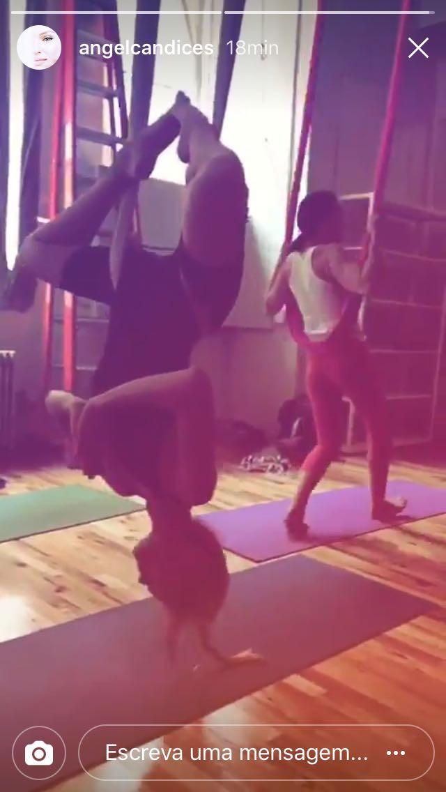 Candice Swanepoel adere ao aeropilates – e faz bonito na modalidade!  (Foto: Reprodução/Instagram)