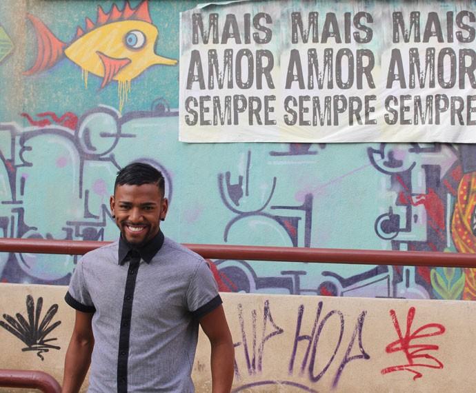 Nego do Borel conhece a cidade cenográfica de Malhação (Foto: Bel Bonotto/Gshow)
