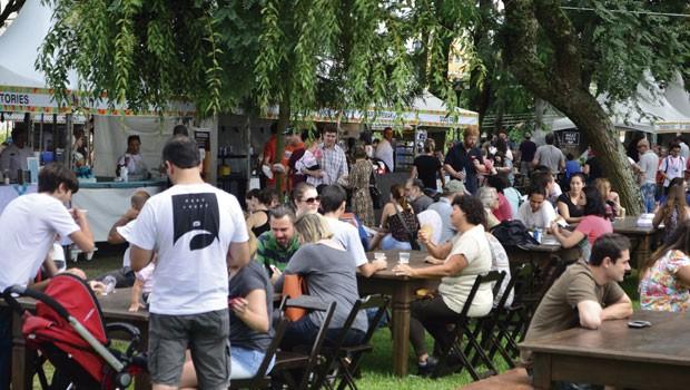 Feira Alto Juvevê tem mais de 40 opções gastronômicas (Foto: Thiago Fernandes/RPC)
