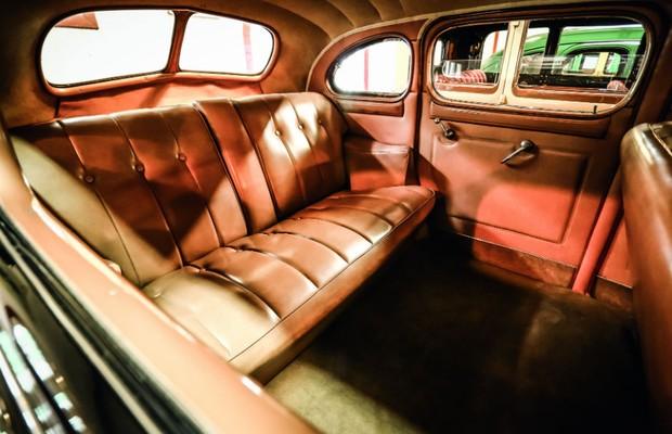 Dono original comprou o Packard Super pelo espaço para namorar no banco de trás (Foto: Leo Cavallini)
