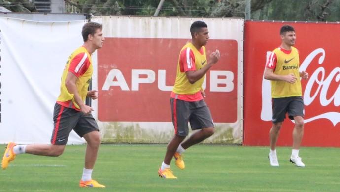 Alex, Nico Freitas e Bertotto em treino do Inter (Foto: Tomás Hammes)