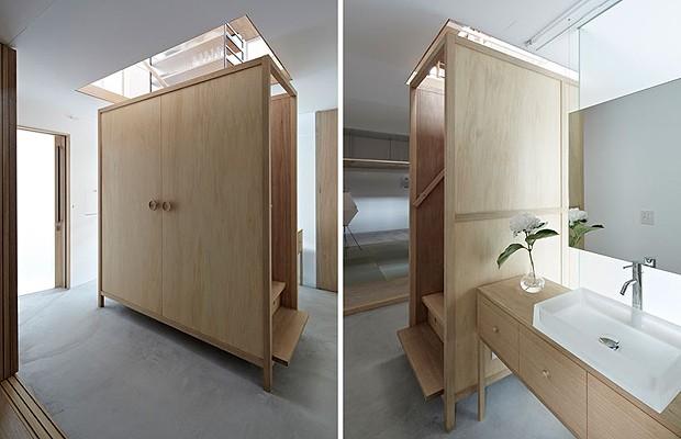 O que parece um armário é, na verdade, guarda-corpo da escada. A estrutura de madeira ajuda a esconder o banheiro (Foto: Divulgação)