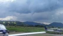 Internauta flagra início de tornado (Alessandro Figueira/VC no G1)