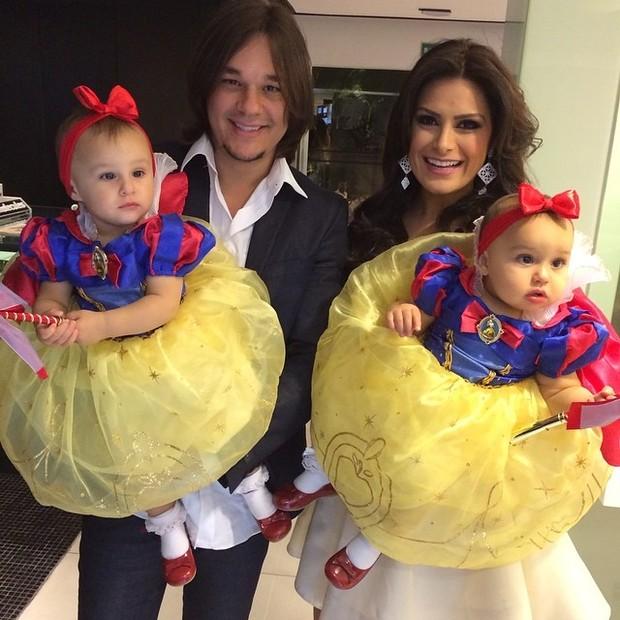 Natália Guimarães com o marido Kiko e as filhas (Foto: Reprodução/Instagram)