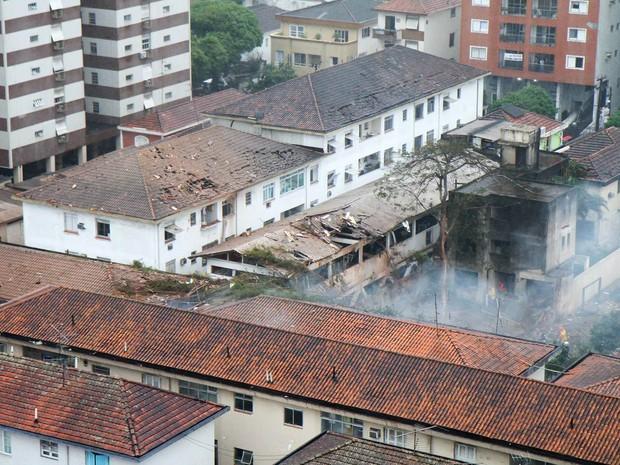 Local da queda do avião em Santos (Foto: Delamonica/Futura Press/Estadão Conteúdo)