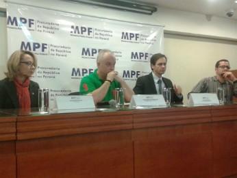 Delegados da PF e procuradores da República concederam entrevista coletiva sobre a Lava Jato nesta sexta (22) (Foto: Adriana Justi / G1)