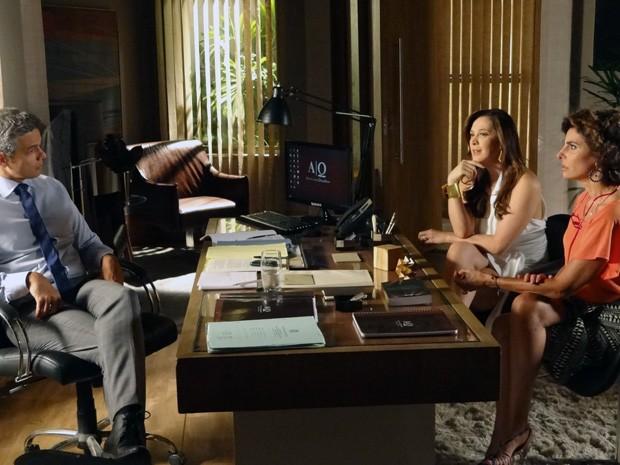 Lívia sonda Haroldo sobre investigação de Wanda (Foto: Salve Jorge/TV Globo)
