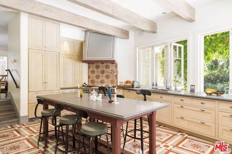 Cozinha da mansão de Katy Perry em Hollywood Hills (Foto: Divulgação / Trulia)