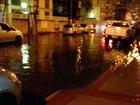 Chuva rápida alaga ruas de Vila Velha, ES