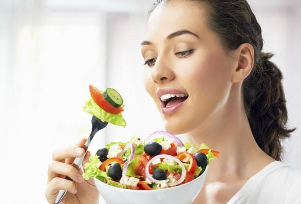 Detox pós-Natal: nutricionista monta cardápio de três dias para eliminar os excessos