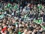 Torcida escocesa celebra fim de jejum de 114 anos com invasão ao gramado