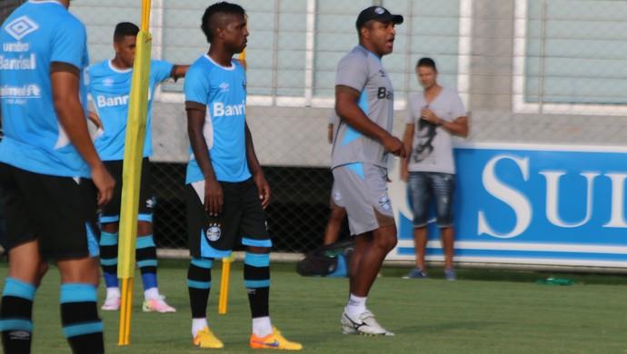 Miller Bolaños Roger Machado Grêmio (Foto: Eduardo Moura/GloboEsporte.com)