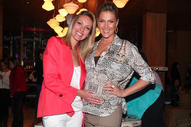 Ana Hickmann posa com a irmã Fernanda (Foto: Manuela Scarpa e Amauri Nehn/Foto Rio News)