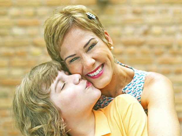 Andreia Veiga posa com o filho Luca, de 10 anos (Foto: Arquivo Pessoal)