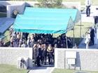 Família de Paul Walker se despede do ator em funeral