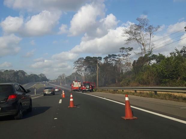Incêndio provocado na vegetação prejudicou a visibilidade de motoristas  (Foto: Maurício Melo/Arquivo Pessoal)