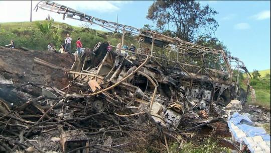 Ferido em acidente na BR-101 morre em hospital, no ES; outros 21 morreram no local