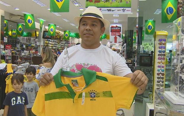 Lojas de Macapá investem no verde e amarelo para o dia dos namorados (Foto: Reprodução/TV Amapá)