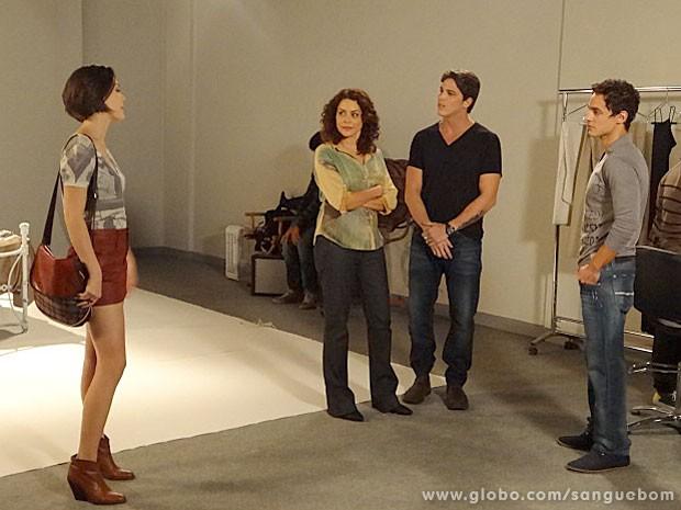 Giane dá chuilique ao saber que vai posar com Tito (Foto: Sangue Bom / TV Globo)