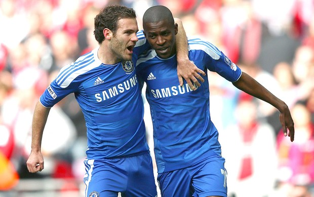 Ramires comemora gol do Chelsea contra o Liverpool (Foto: Getty Images)