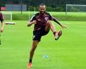 Wesley treina no campo e fica mais perto de voltar a jogar no São Paulo