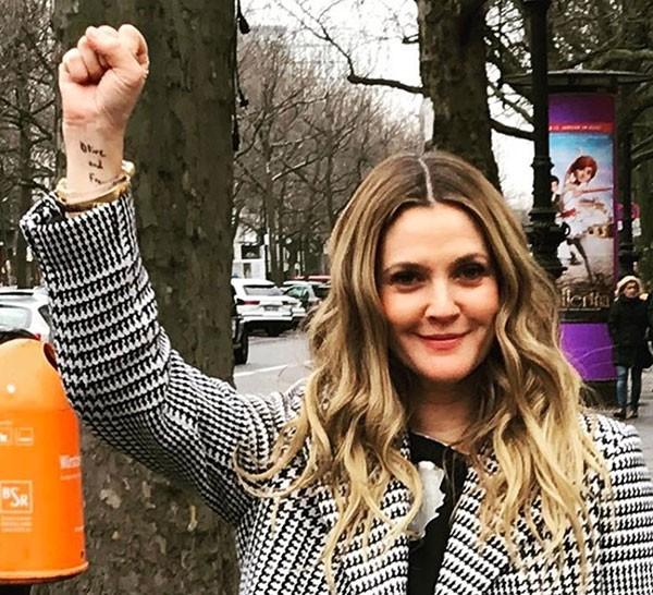 Drew Barrymore apoia a womens march (Foto: Reprodução/Instagram)