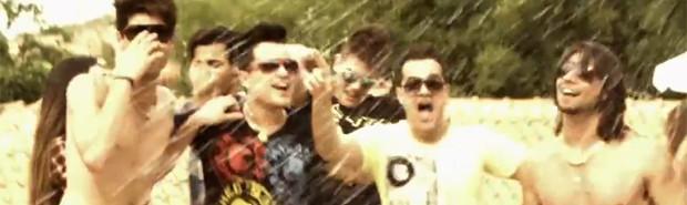 Munhoz, Mariano, João Neto e Frederico no clipe de 'Balada louca' (Foto: Reprodução / YouTube)