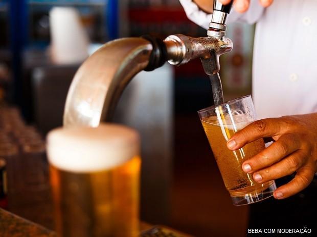 Cerveja é responsável por diversos avanços sociais e tecnológicos. (Foto: Aliaksei Smalenski / Shutterstock)