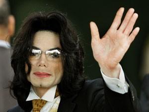 O cantor Michael Jackson em foto de junho de junho de 2005 (Foto: Timothy A. CLARY/AFP)