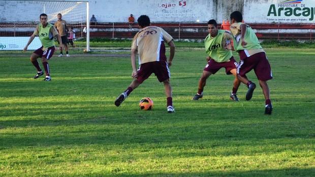 Sergipe fez último treino no JH antes da viagem (Foto: Felipe Martins/GLOBOESPORTE.COM)