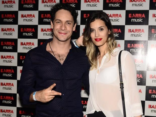 Rainer Cadete e a namorada, Taianne Raveli, em show no Rio (Foto: Roberto Teixeira/ EGO)