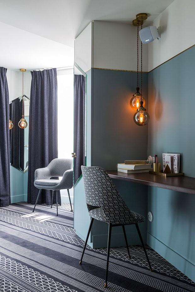Décor do dia: home office colorido no canto do quarto (Foto: reprodução)