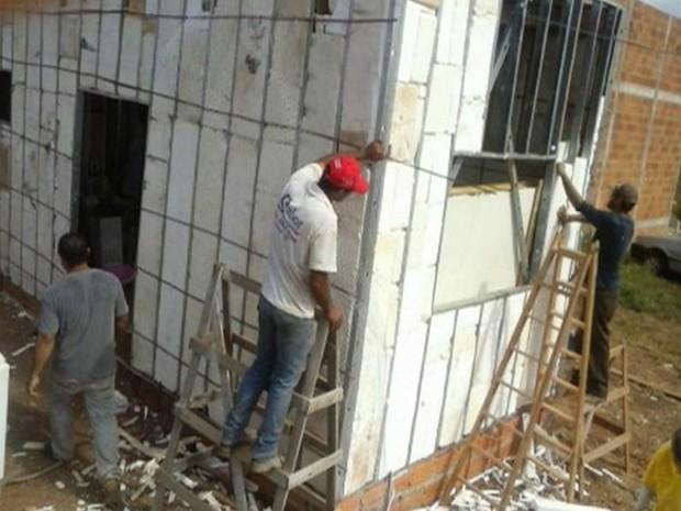 Casa foi construída utilizando isopor como principal material (Foto: Reprodução/TV Anhanguera)