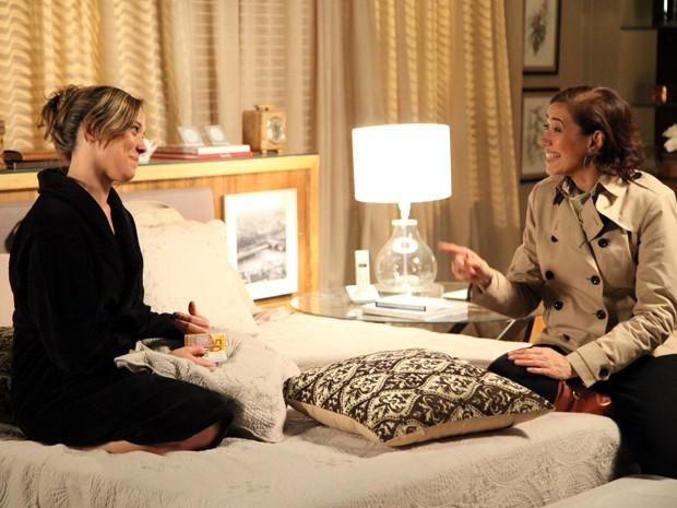 As duas armam um plano para acabar com o casamento de João Pedro e Danielle (Foto: Carol Caminha/TV Globo)