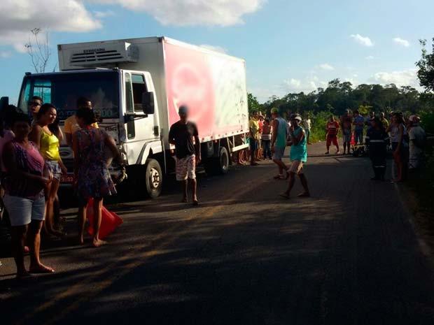 Caminhão envolvido no acidente na BA-046 (Foto: A voz de Brejões)