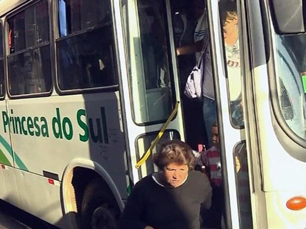 Tarifa de ônibus fica mais cara a partir de segunda-feira (9) em Pouso Alegre (Foto: Reprodução EPTV)