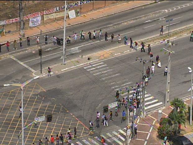 Grupo comemora decisão que suspendeu a reintegração de posse do Cocó (Foto: TV Verdes Mares/Reprodução)