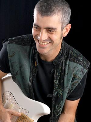 O guitarrista mineiro Haroldinho Mattos apresenta repertório de pop, blues e rock no tributo a Baden Powell em Brasília (Foto: Causem Bonifácio/Divulgação)